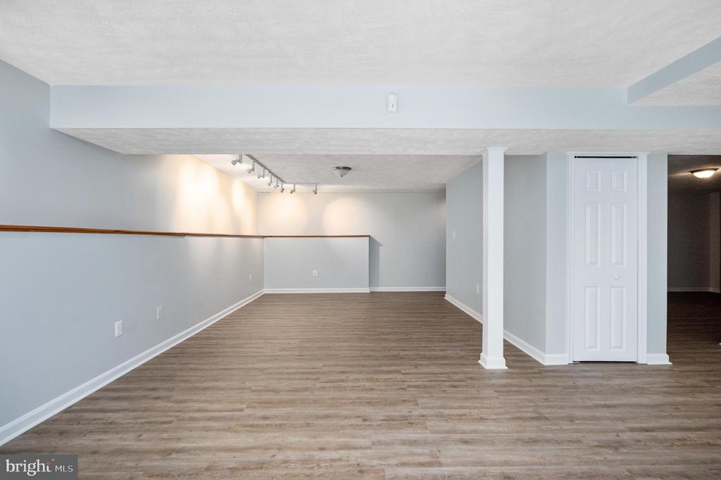 Huge Walk-Out  Lower Level - 9 OAKBROOK CT, STAFFORD
