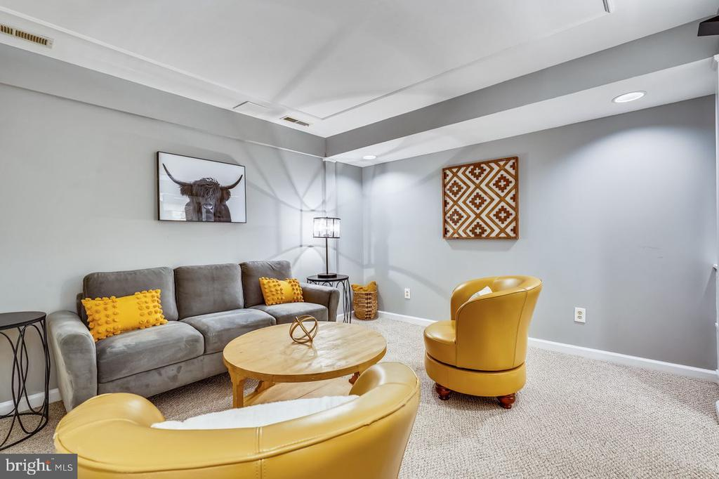 Tray-ceiling accent and recessed lights - 2564-A S ARLINGTON MILL DR S #5, ARLINGTON