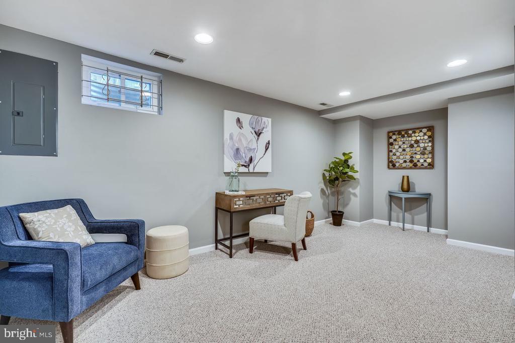 Bonus room great for an office or guest room - 2564-A S ARLINGTON MILL DR S #5, ARLINGTON