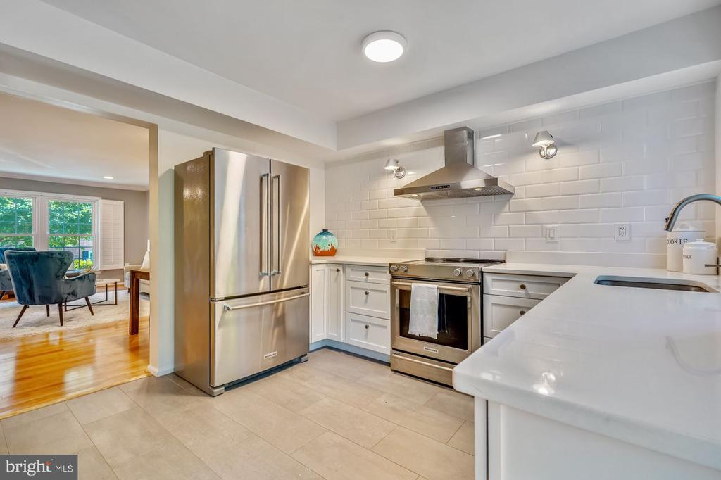 Renovated Kitchen with tons of storage drawers - 2564-A S ARLINGTON MILL DR S #5, ARLINGTON