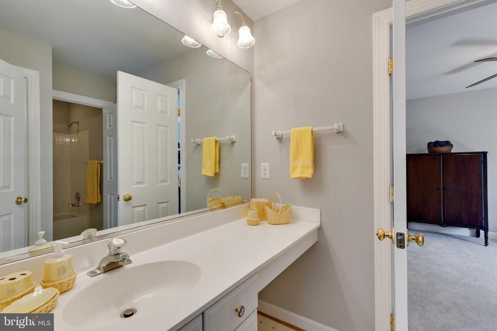 Jack and Jill Bathroom - 4346 MULCASTER TER, DUMFRIES