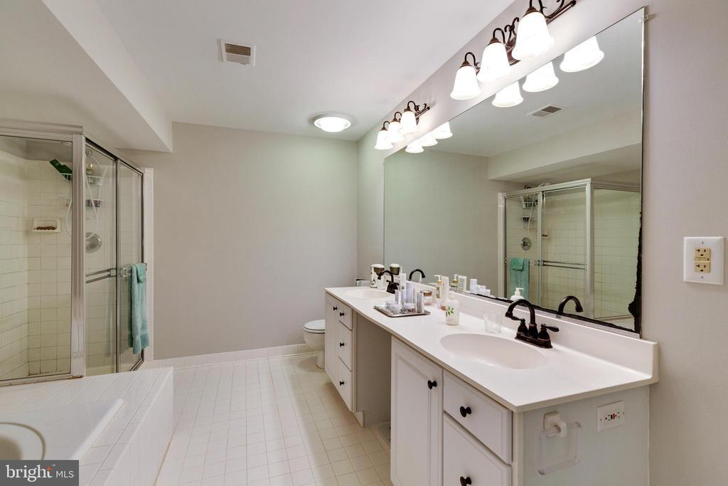 Full Bathroom in Basement - 4346 MULCASTER TER, DUMFRIES