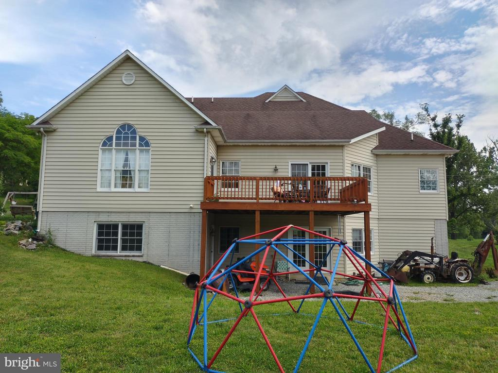 Back with private deck - 745 & 747 MERRIMANS LN, WINCHESTER