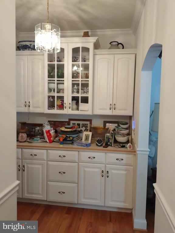 Butler's pantry has plumbing for possible sink - 745 & 747 MERRIMANS LN, WINCHESTER