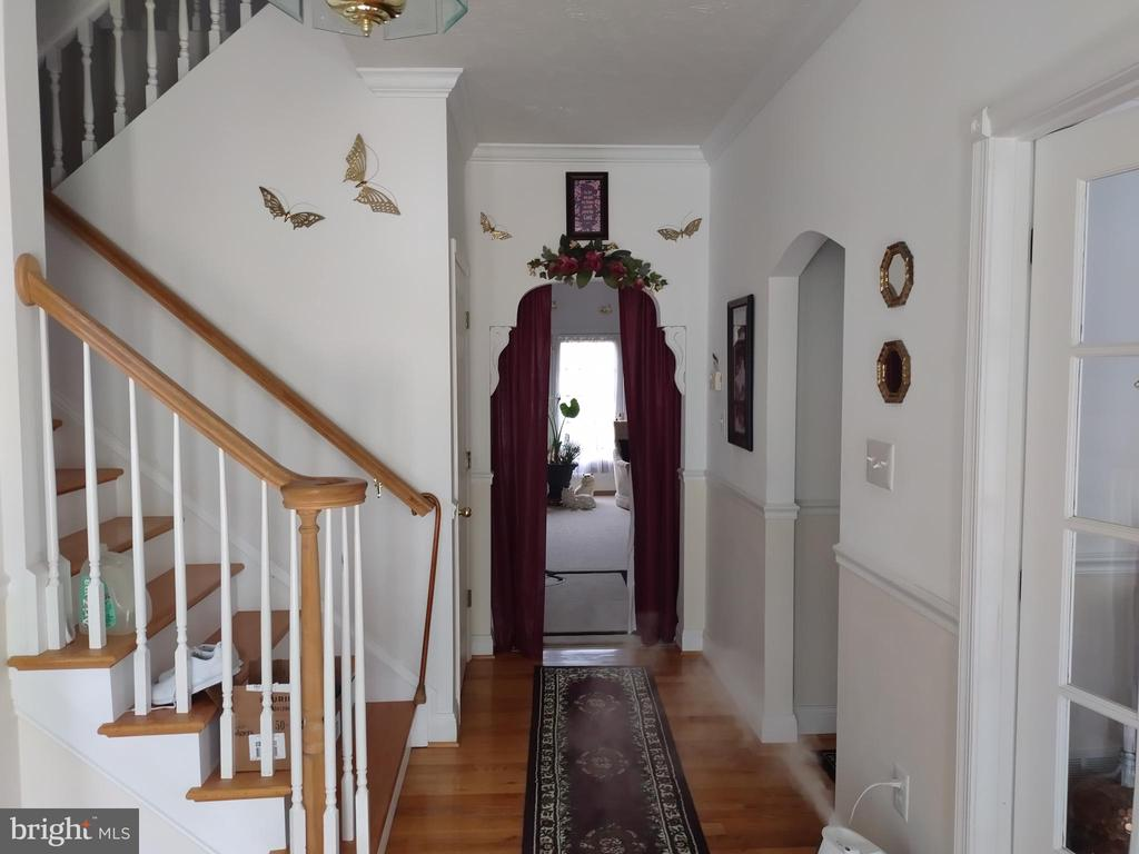 Entry foyer to formal living room. - 745 & 747 MERRIMANS LN, WINCHESTER