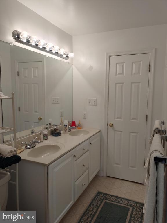 Upper hall bath hall access. - 745 & 747 MERRIMANS LN, WINCHESTER