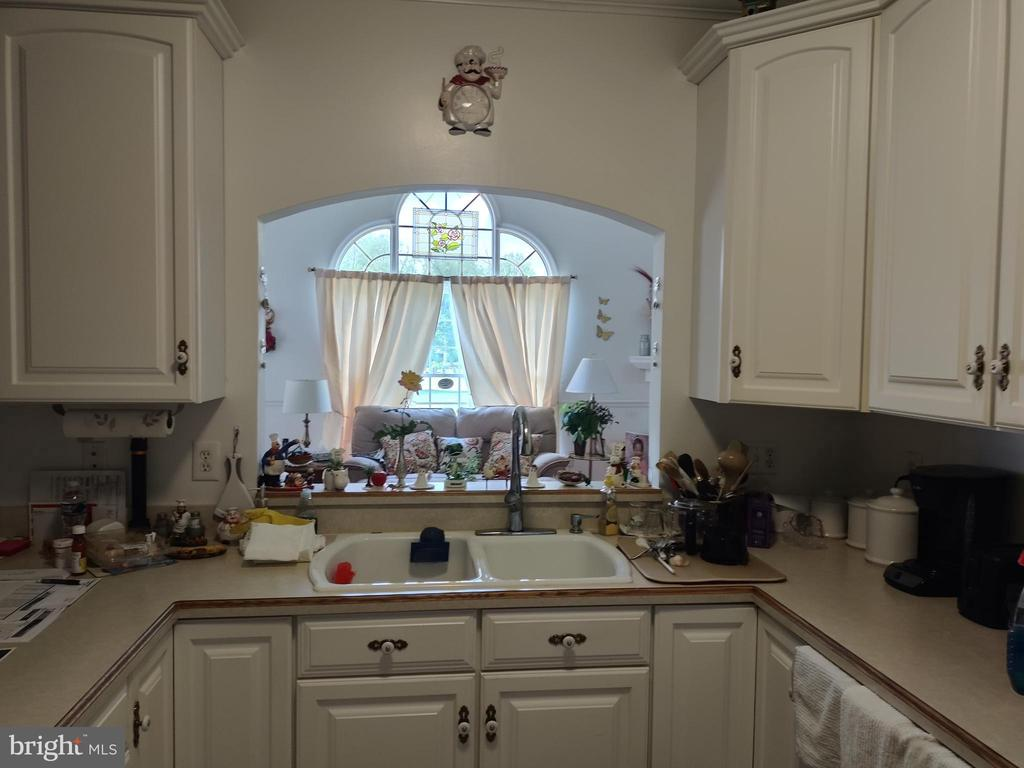 Kitchen with window to family room. - 745 & 747 MERRIMANS LN, WINCHESTER