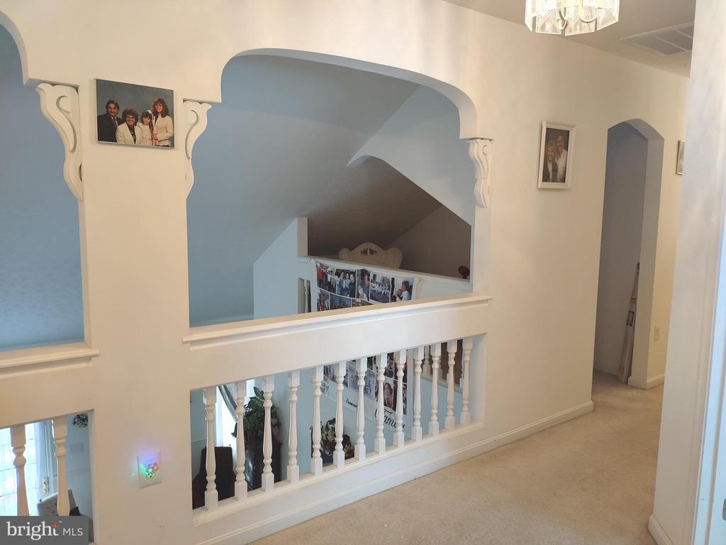Custom archway and loft. - 745 & 747 MERRIMANS LN, WINCHESTER