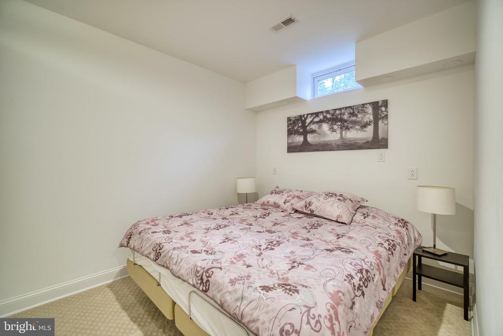 Lower level extra room - 1202 CORTINA WAY, SEVERN