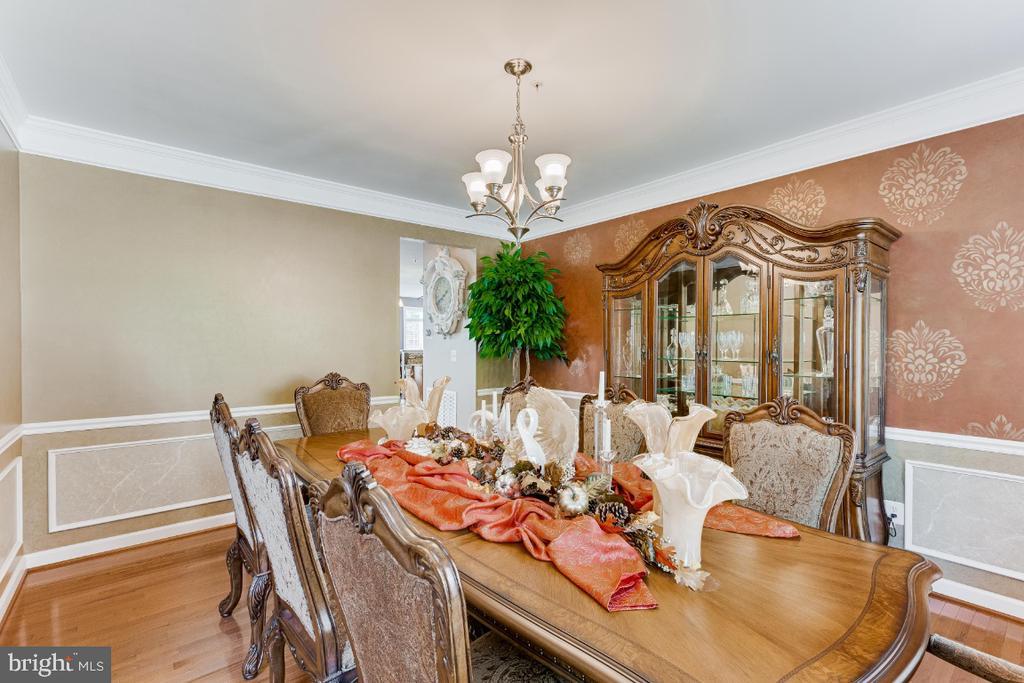 Dining Room with Designer Painted Walls, CR, SB... - 4917 TROTTERS GLEN DR, UPPER MARLBORO