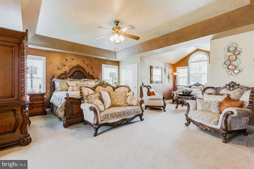 Spacious Owner Suite  Bedroom w/Tray Ceiling, SR - 4917 TROTTERS GLEN DR, UPPER MARLBORO