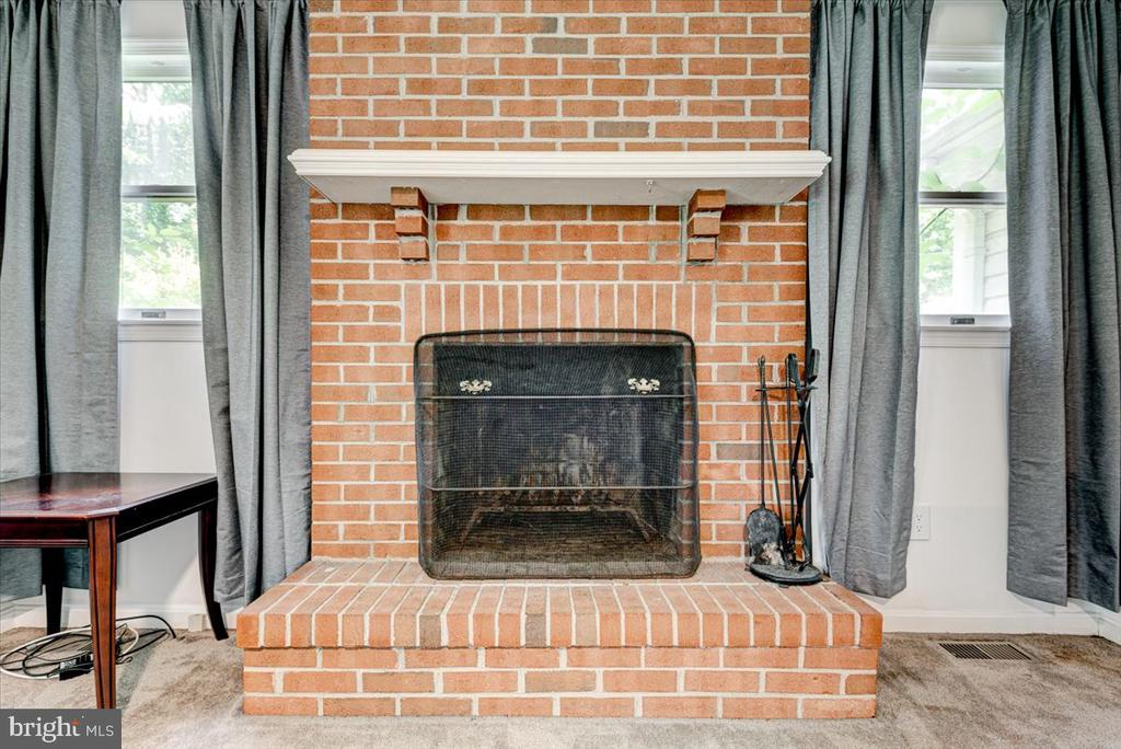 Brick fireplace in the family room - 2376 RIVER DR, KING GEORGE