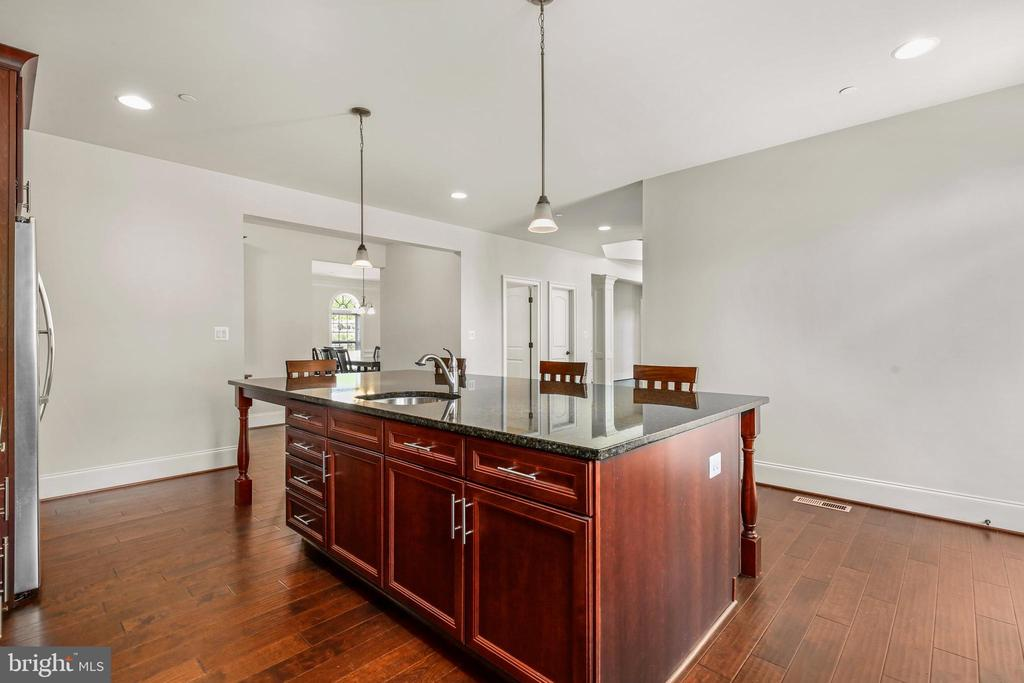 - 13217 QUERY MILL RD, NORTH POTOMAC