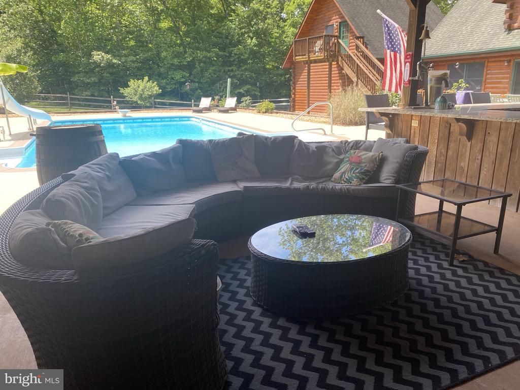 Pool Cabana Seating Area. - 23039 RAPIDAN FARMS DR, LIGNUM