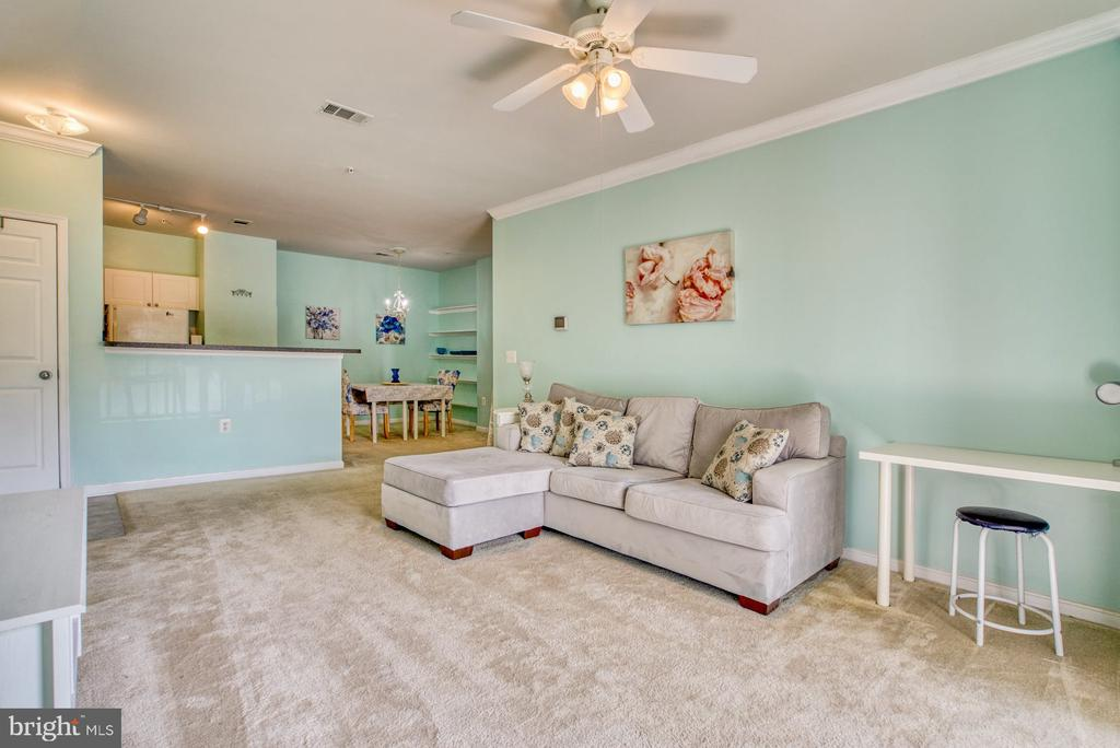 Living Room opens to Kitchen & Dining - 11381 ARISTOTLE DR #10-210, FAIRFAX
