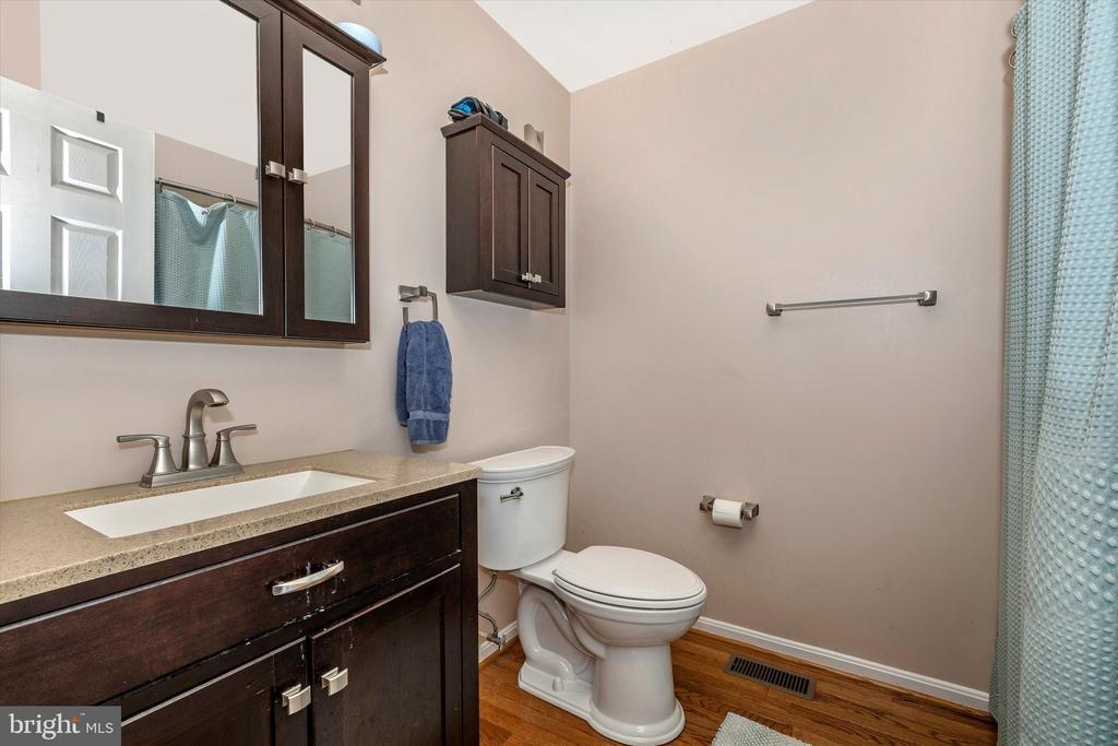 Bathroom - 218 WESTVIEW DR, THURMONT