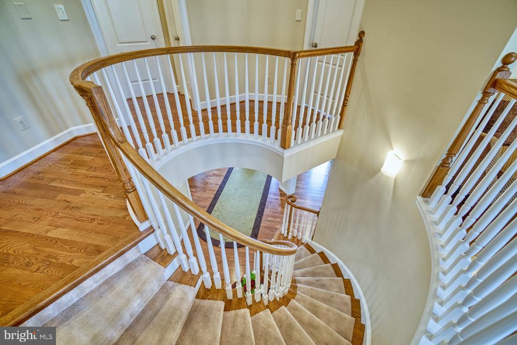 Beautiful Curved Staircase - 42416 RINGNECK PL, BRAMBLETON