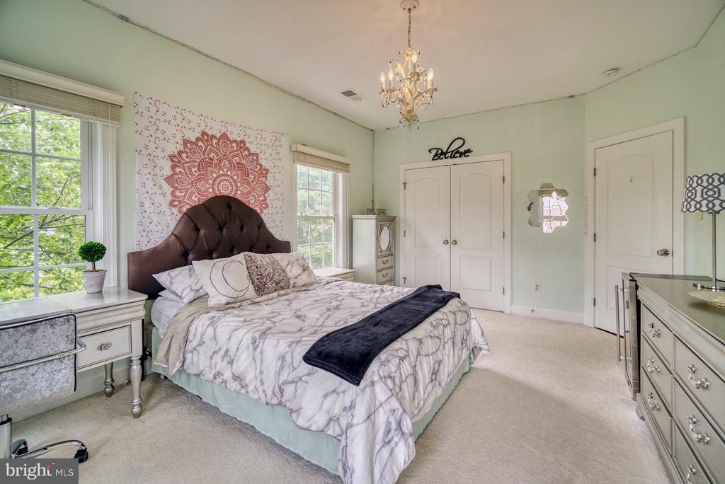 Third Bedroom has an En Suite - 42416 RINGNECK PL, BRAMBLETON