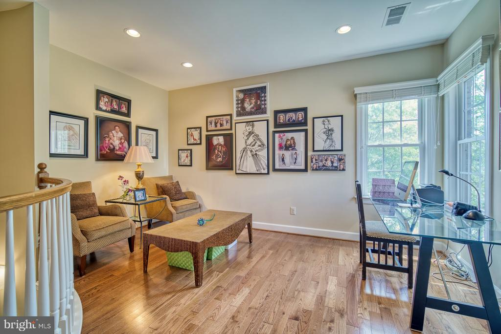 Open Loft Space  Perfect for Second Home Office - 42416 RINGNECK PL, BRAMBLETON