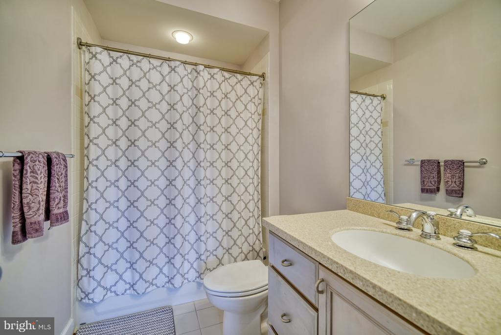 Second Full Bathroom - 42416 RINGNECK PL, BRAMBLETON
