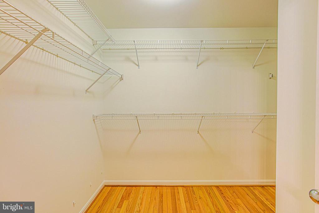 Master suite walk in closet. - 5122 KNAPP PL, ALEXANDRIA