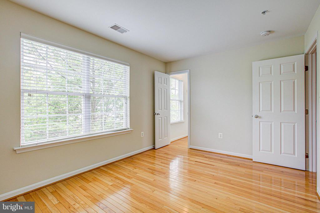 Spacious 2nd guest bedroom with walk in closet! - 5122 KNAPP PL, ALEXANDRIA