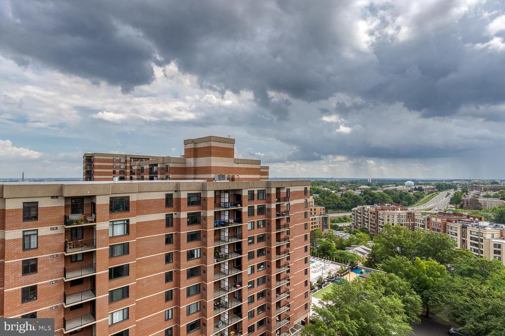 View from the unit balcony - 1276 N WAYNE ST #PH07, ARLINGTON