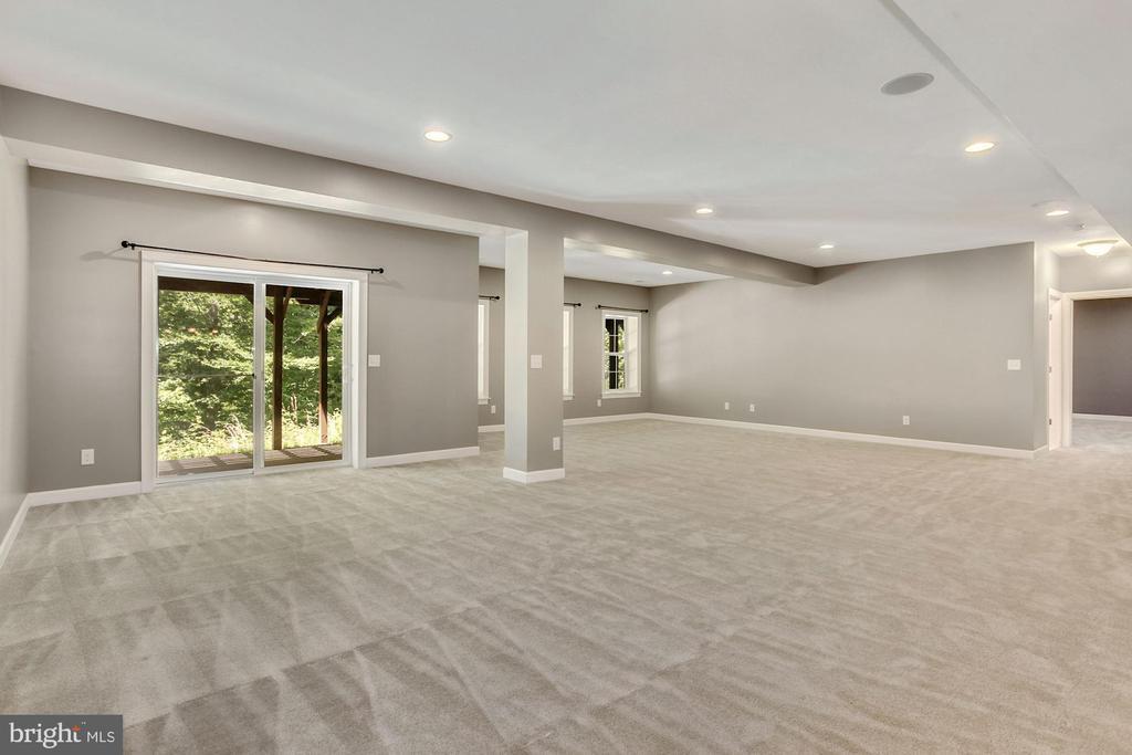 Huge light-filled basement recreation room - 37 DONS WAY, STAFFORD
