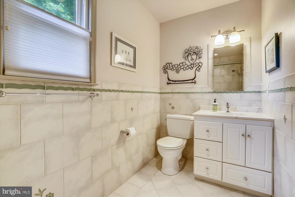 Hall Bathroom - 11517 DAFFODIL LN, SILVER SPRING