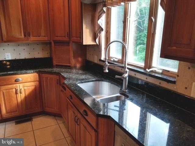 - 6808 WOODVILLE RD, MOUNT AIRY