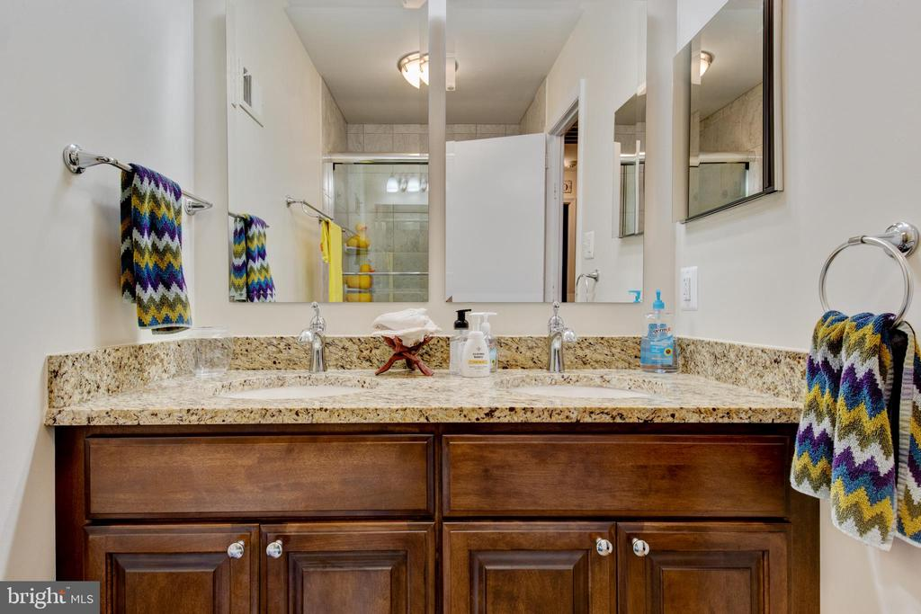 upstairs bathroom - 2415 BLACK CAP LN, RESTON