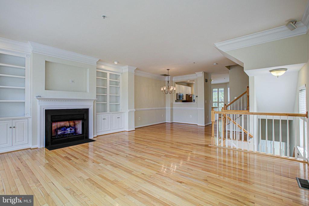 Expansive living&dining room w/ custom built ins! - 5122 KNAPP PL, ALEXANDRIA