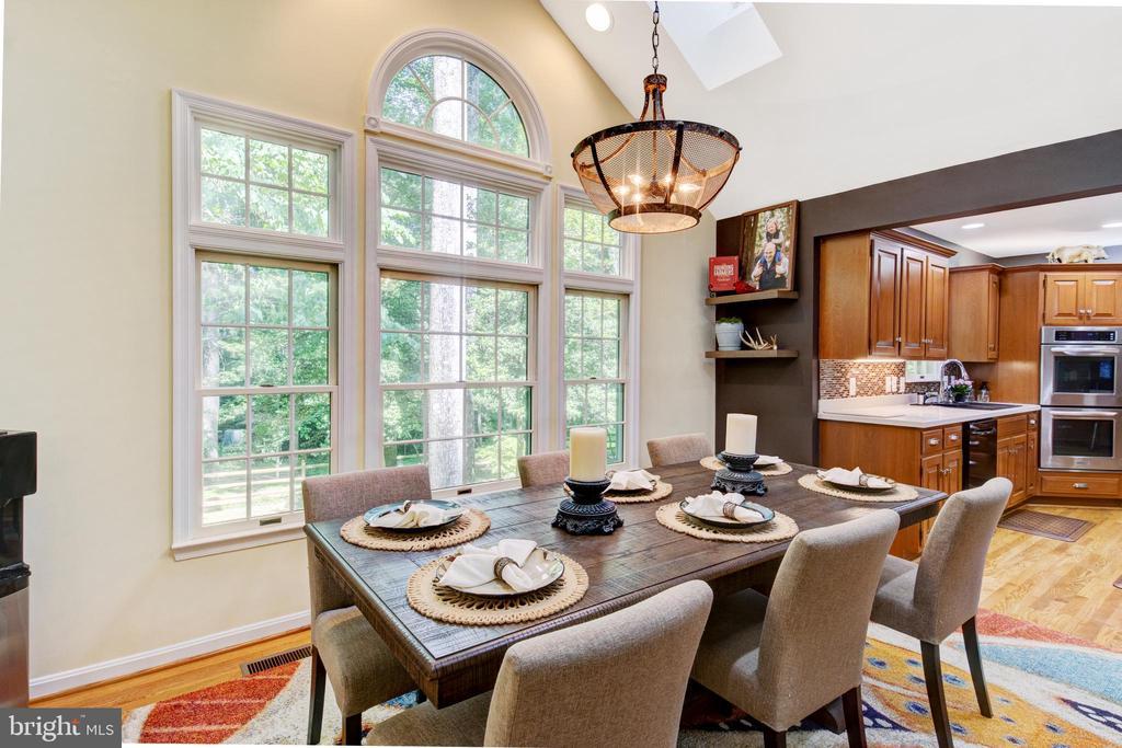 open concept, beautifully lit dining - 2415 BLACK CAP LN, RESTON