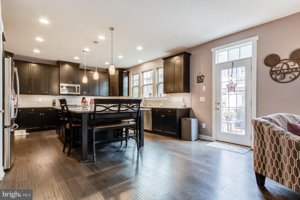 Open concept kitchen - 16965 TAKEAWAY LN, DUMFRIES