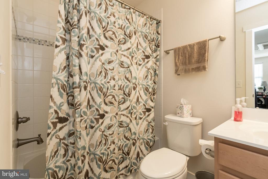 2nd bedroom suite full bathroom - 16965 TAKEAWAY LN, DUMFRIES