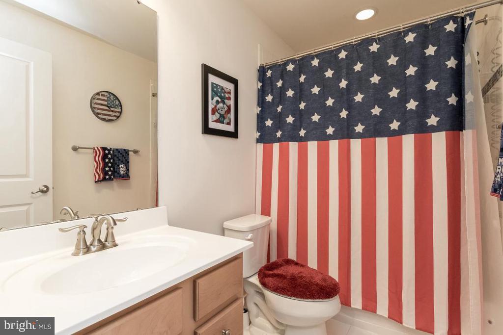 Full bathroom @ basement - 16965 TAKEAWAY LN, DUMFRIES