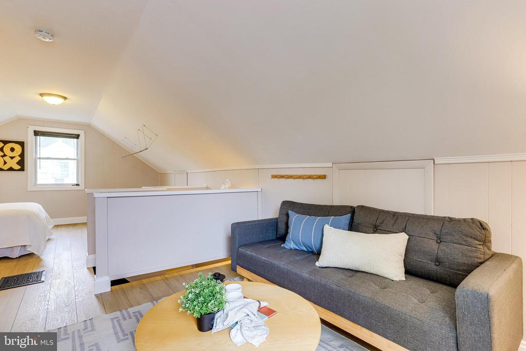 Upstairs bedroom and sitting area - 859 N ABINGDON ST, ARLINGTON