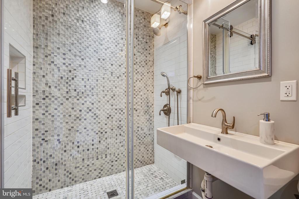 Main Level full Bathrm (there is also a half-bath) - 111 BAKER ST, MANASSAS PARK