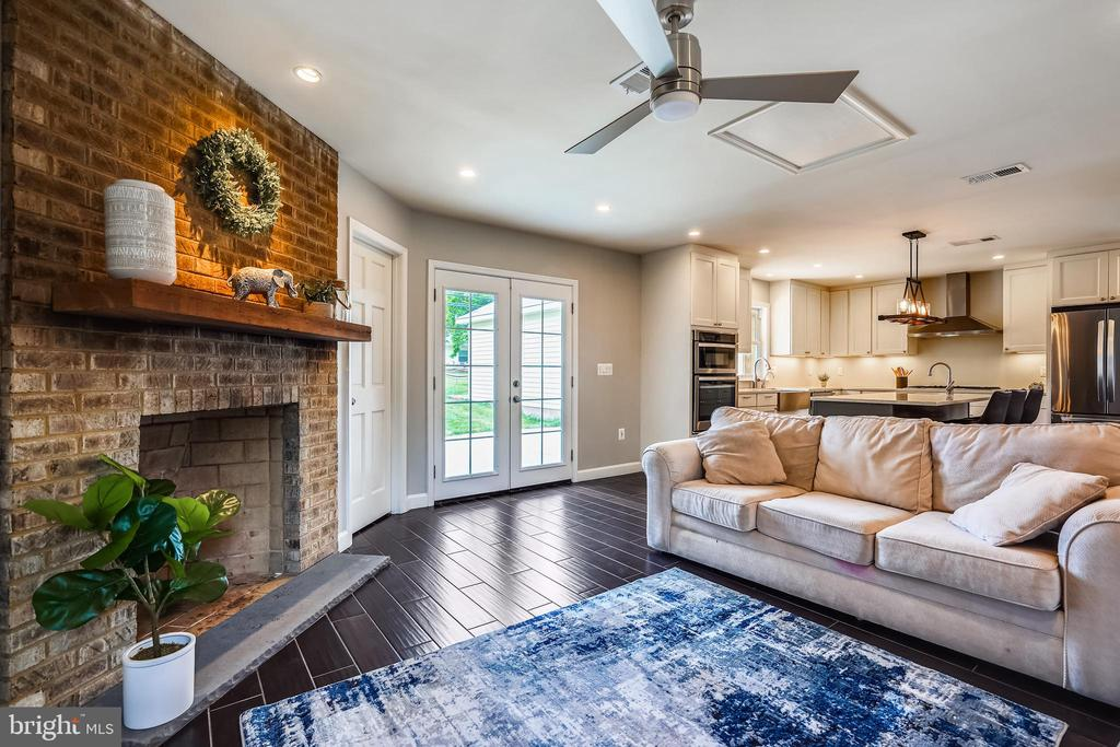 Family Rm with fireplace opens to fenced backyard - 111 BAKER ST, MANASSAS PARK