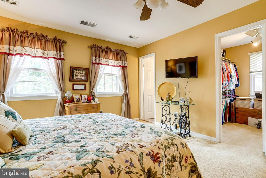 UL-Primary Bedroom with large walk-in closet - 607 23RD ST S, ARLINGTON