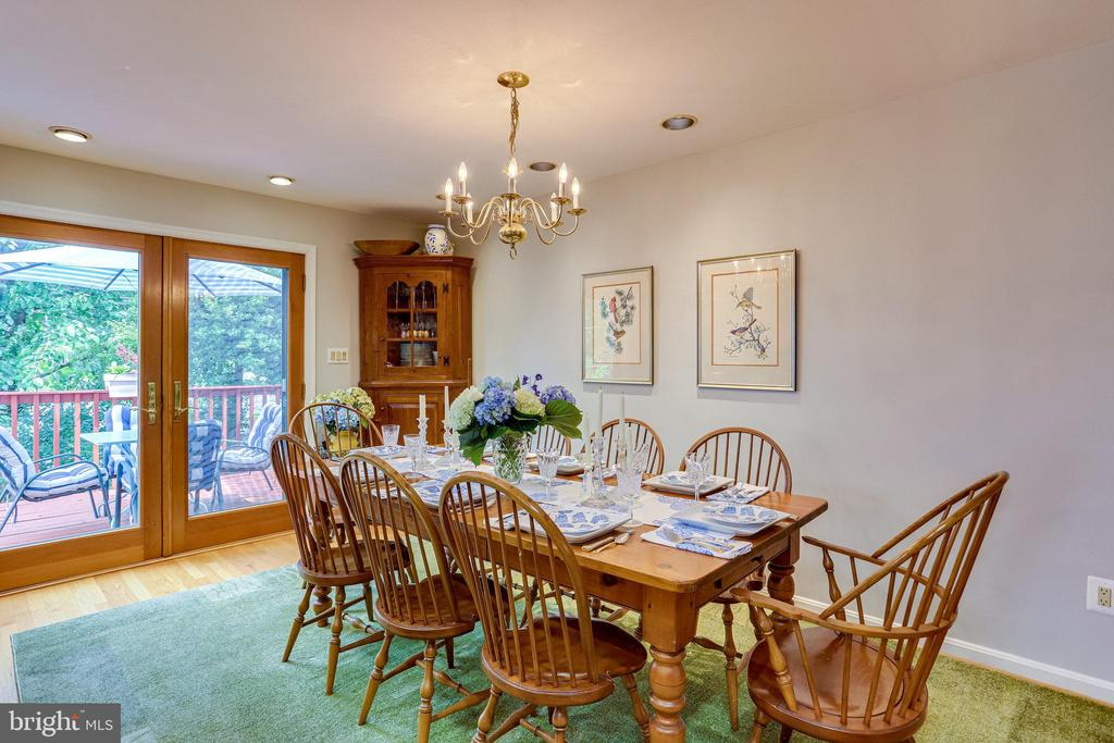 ML-Dining walks out to upper deck - 607 23RD ST S, ARLINGTON