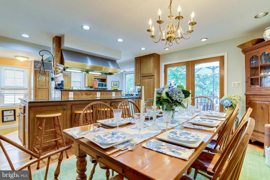 ML- Large Open Dining/Kitchen with Breakfast Bar - 607 23RD ST S, ARLINGTON