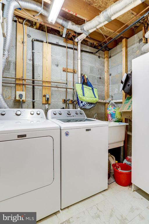 Lower Level(LL)-Laundry Room. Maytag Washer/Dryer - 607 23RD ST S, ARLINGTON