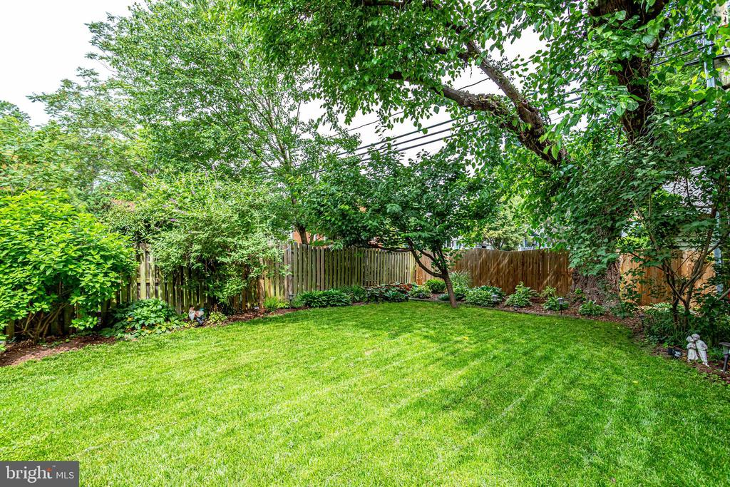 BY-Private/Fenced Back Yard.  Great for kids/pets - 607 23RD ST S, ARLINGTON