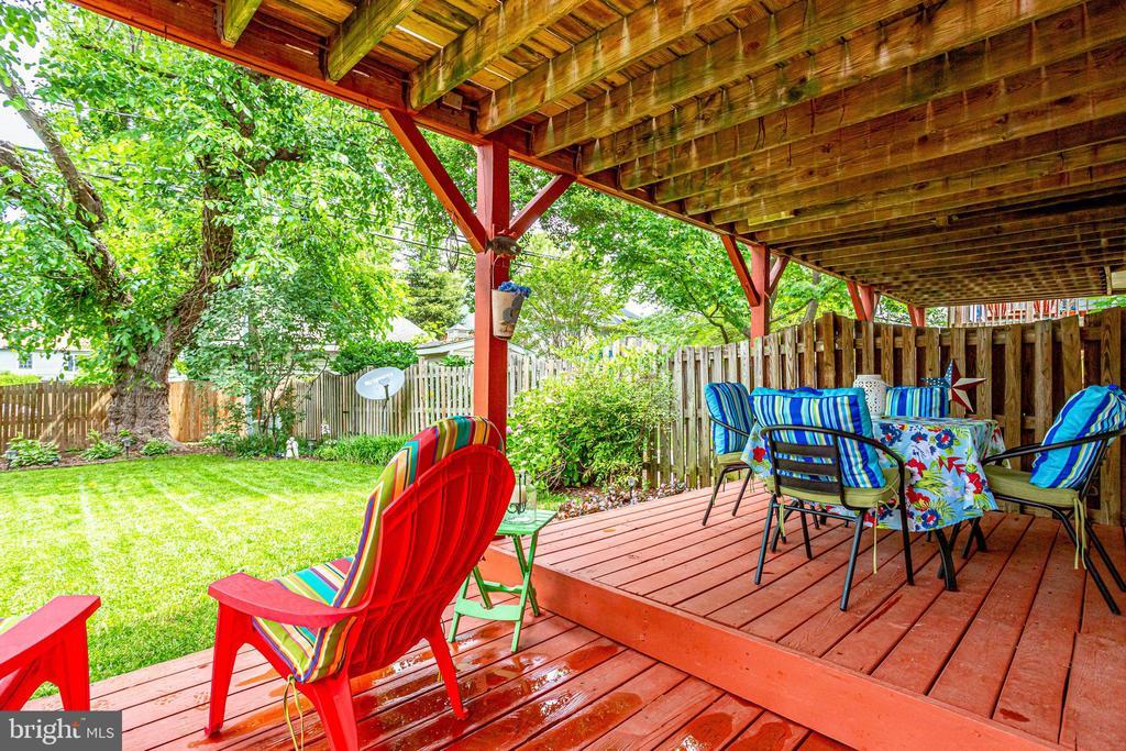 BY- Very Unique Triple Lower Decks - 607 23RD ST S, ARLINGTON