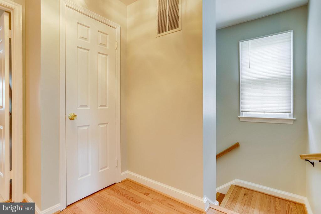 Upper Level(UL)-Hall Way. Stunning Hardwood Floors - 607 23RD ST S, ARLINGTON