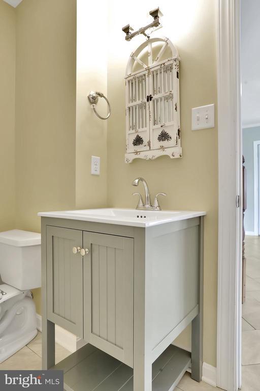 Full Bathroom - 6503 SCHNEIDER DR, MIDDLETOWN