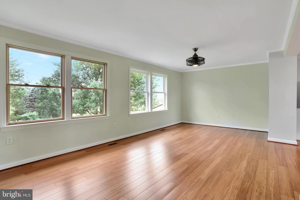 Living Room - 6503 SCHNEIDER DR, MIDDLETOWN