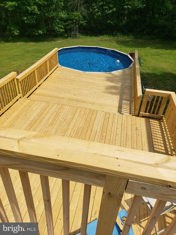 3 Level Deck & Pool - 225 ASPEN TRL, WINCHESTER