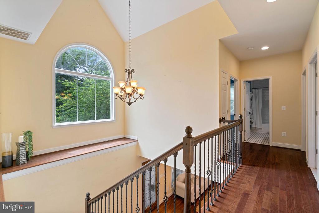Upper level with hardwood floors - 12805 KAHNS RD, MANASSAS